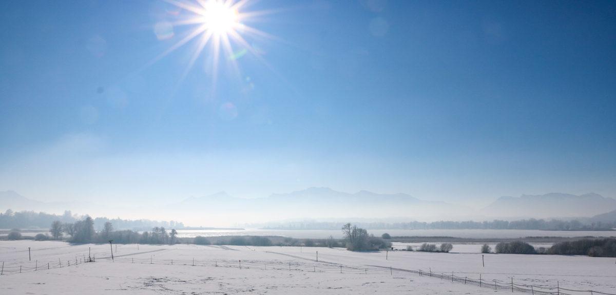 Schneeschuhwandern am winterlichen Chiemsee
