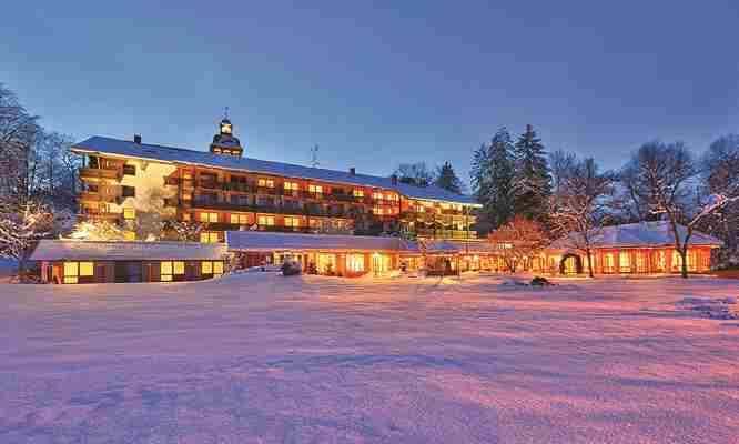 Yachthotel_Chiemsee_Winteraussenansicht.jpg_666x400